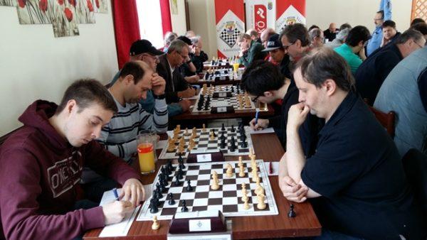 Blitzstart für die Hausherren (rechts) gegen den ASK Kottingbrunn (links) (Bildquelle: niederoesterreich.chess.at, Franz Modliba)