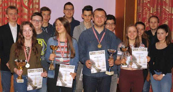 Siegertreppchen der Preisträger (Quelle: www.jugendschach.at, Erich Gigerl)